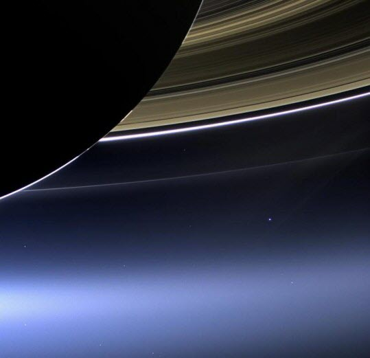 Terre_depuis_Saturne
